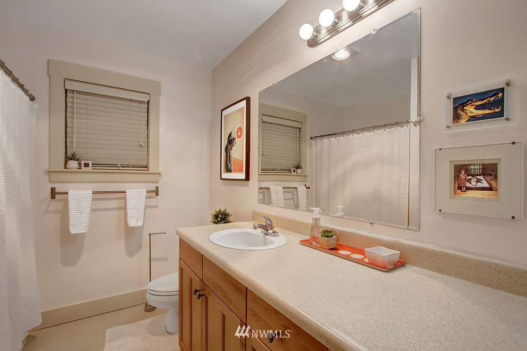 Sold Property | 103 23rd Avenue #A Seattle, WA 98122 9