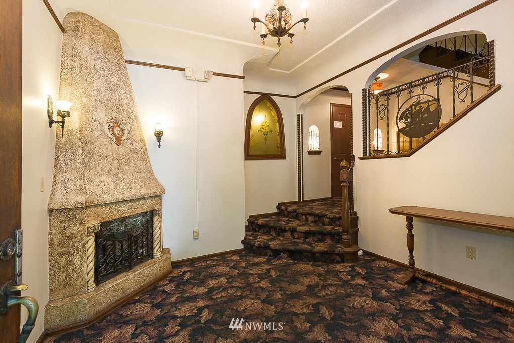 Sold Property | 323 16th Avenue E #304 Seattle, WA 98112 1