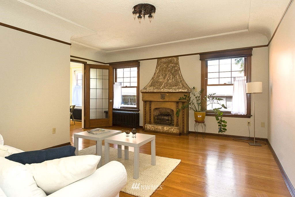 Sold Property | 323 16th Avenue E #304 Seattle, WA 98112 2