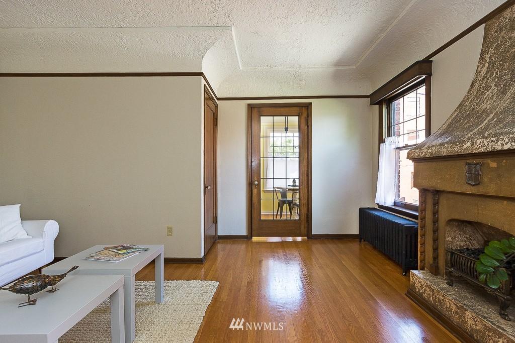 Sold Property | 323 16th Avenue E #304 Seattle, WA 98112 4