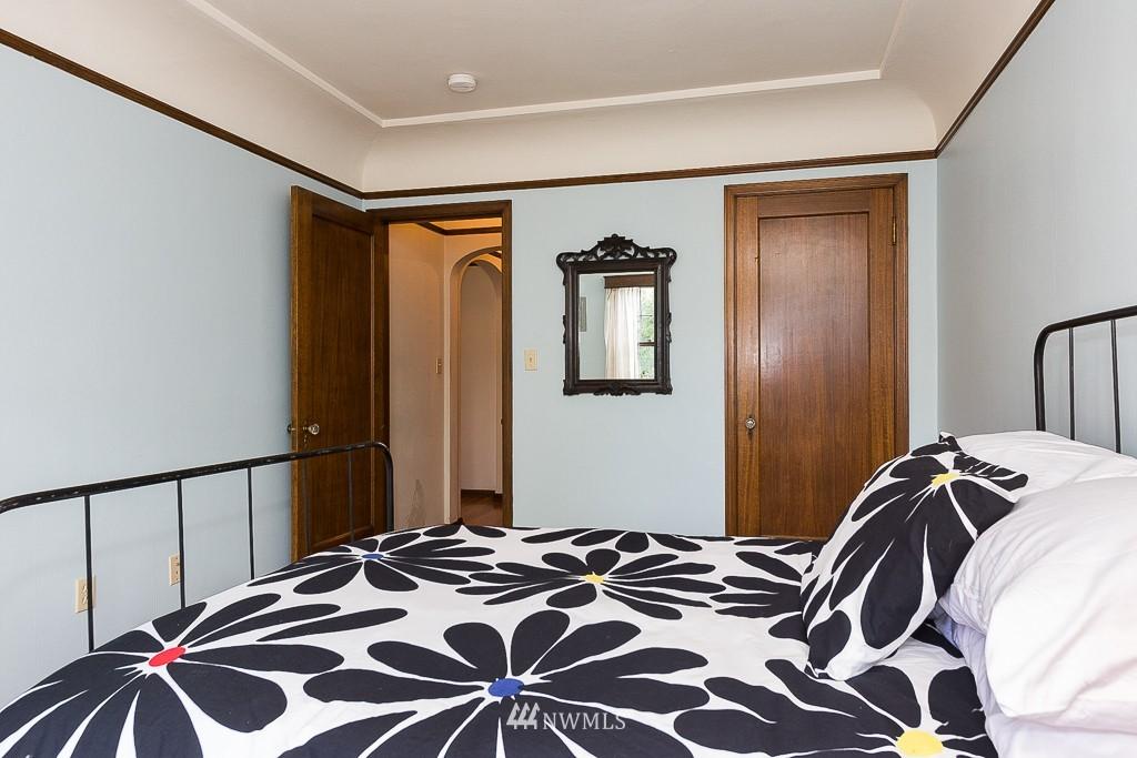 Sold Property | 323 16th Avenue E #304 Seattle, WA 98112 7
