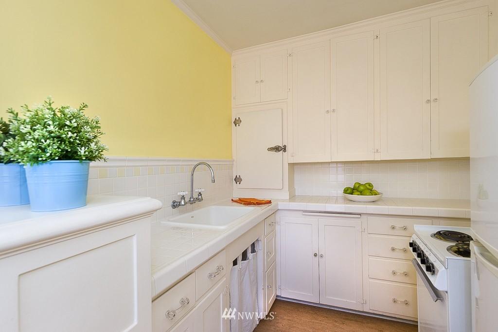 Sold Property | 323 16th Avenue E #304 Seattle, WA 98112 11