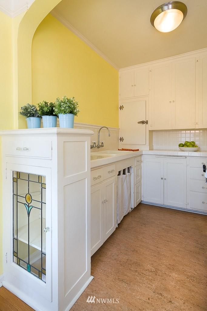 Sold Property | 323 16th Avenue E #304 Seattle, WA 98112 12