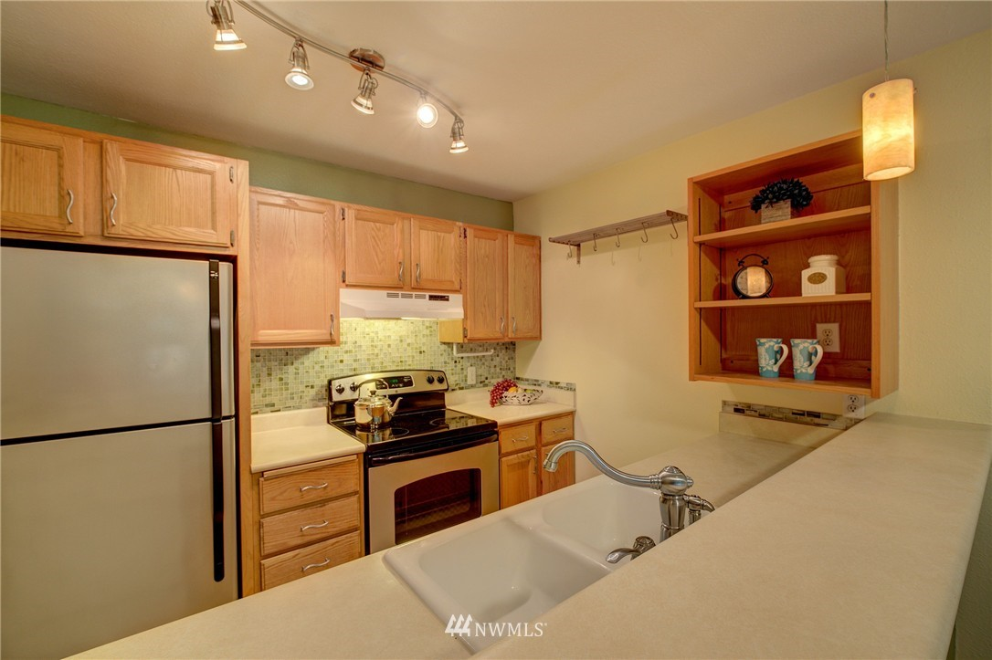 Sold Property | 5844 NE 75th Street #A102 Seattle, WA 98115 3