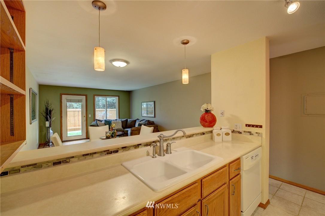 Sold Property | 5844 NE 75th Street #A102 Seattle, WA 98115 4