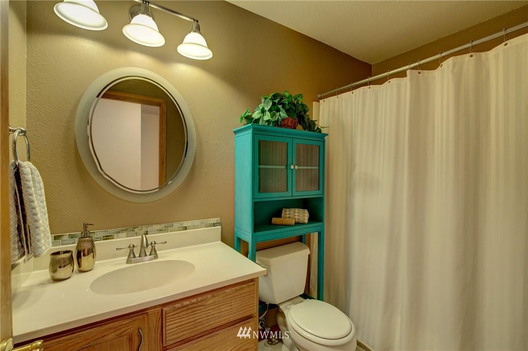 Sold Property | 5844 NE 75th Street #A102 Seattle, WA 98115 8