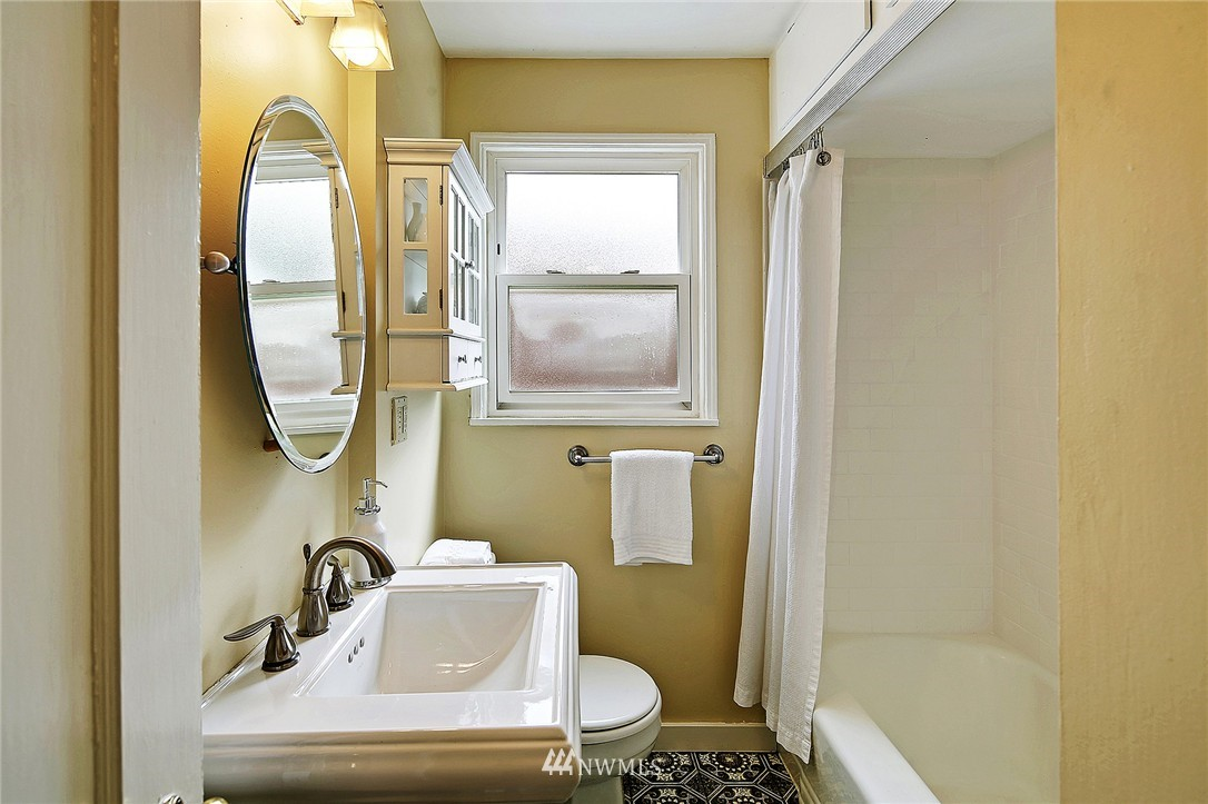 Sold Property | 6846 24th Avenue NE Seattle, WA 98115 15