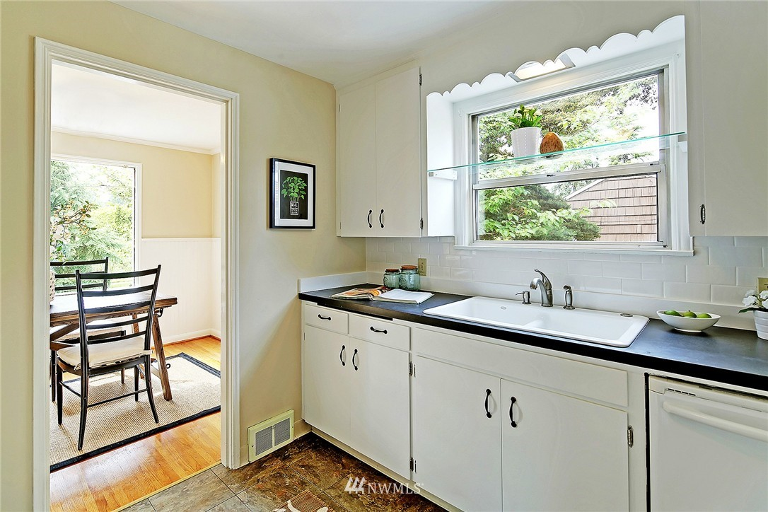 Sold Property | 6846 24th Avenue NE Seattle, WA 98115 11