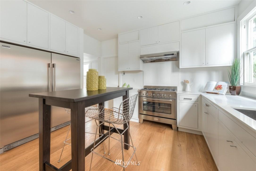 Sold Property   607 Malden Avenue E Seattle, WA 98112 10
