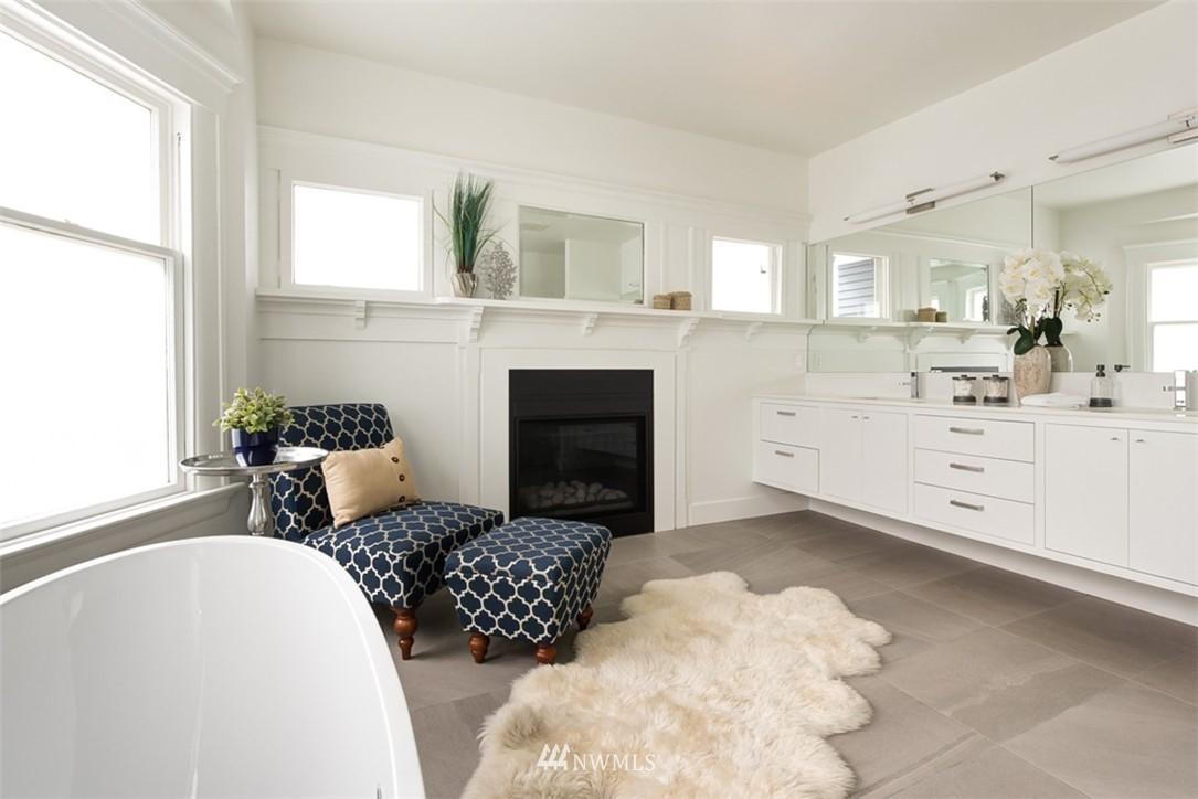 Sold Property   607 Malden Avenue E Seattle, WA 98112 18