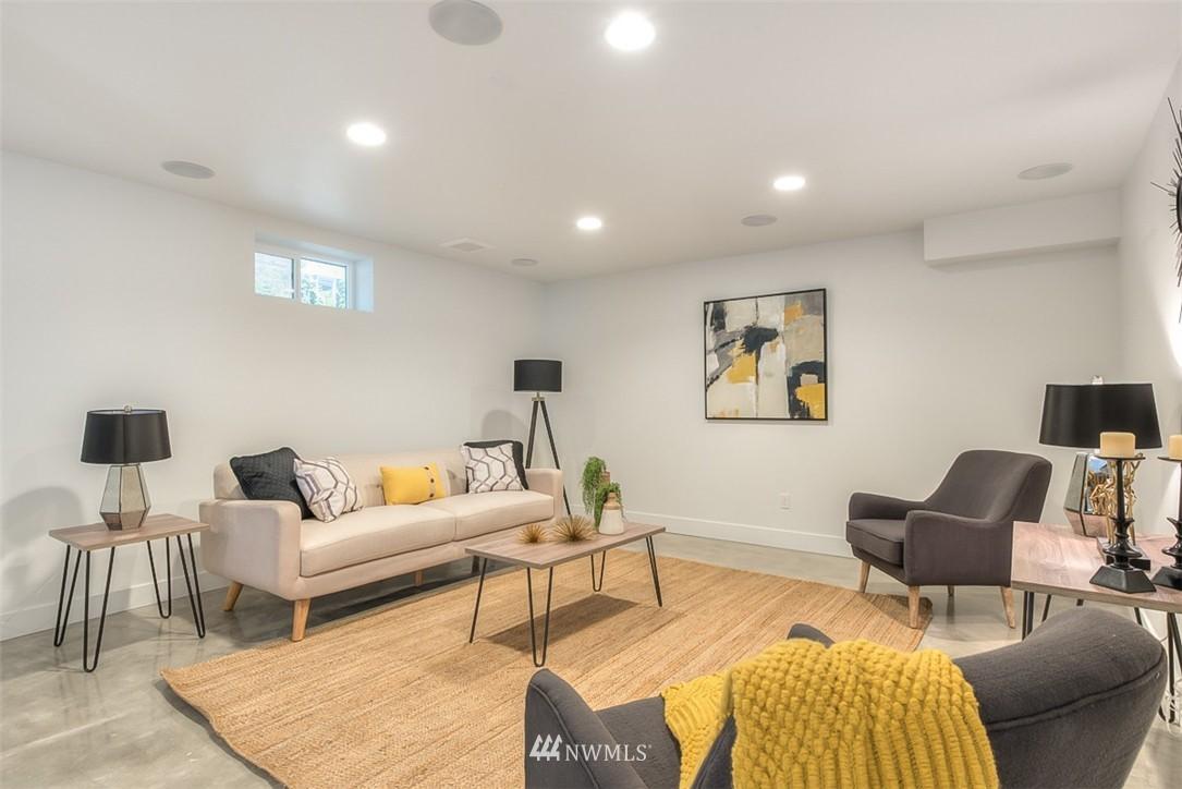 Sold Property   607 Malden Avenue E Seattle, WA 98112 22