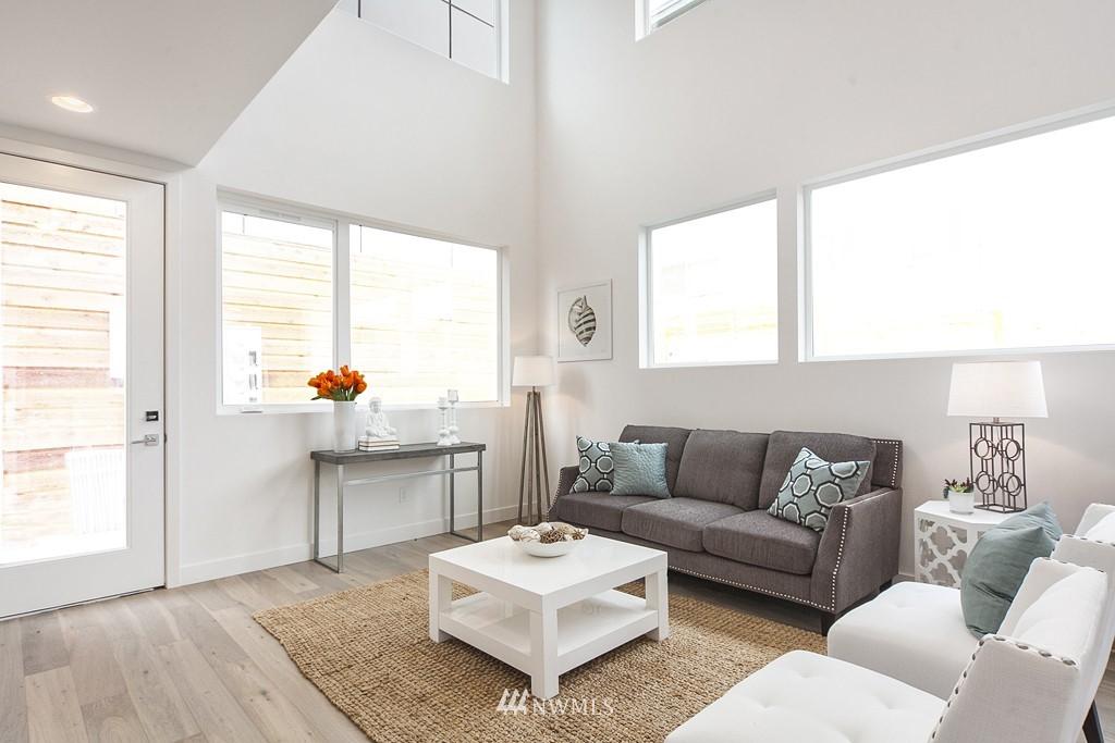 Sold Property | 4321 Woodland Park Avenue N Seattle, WA 98103 6