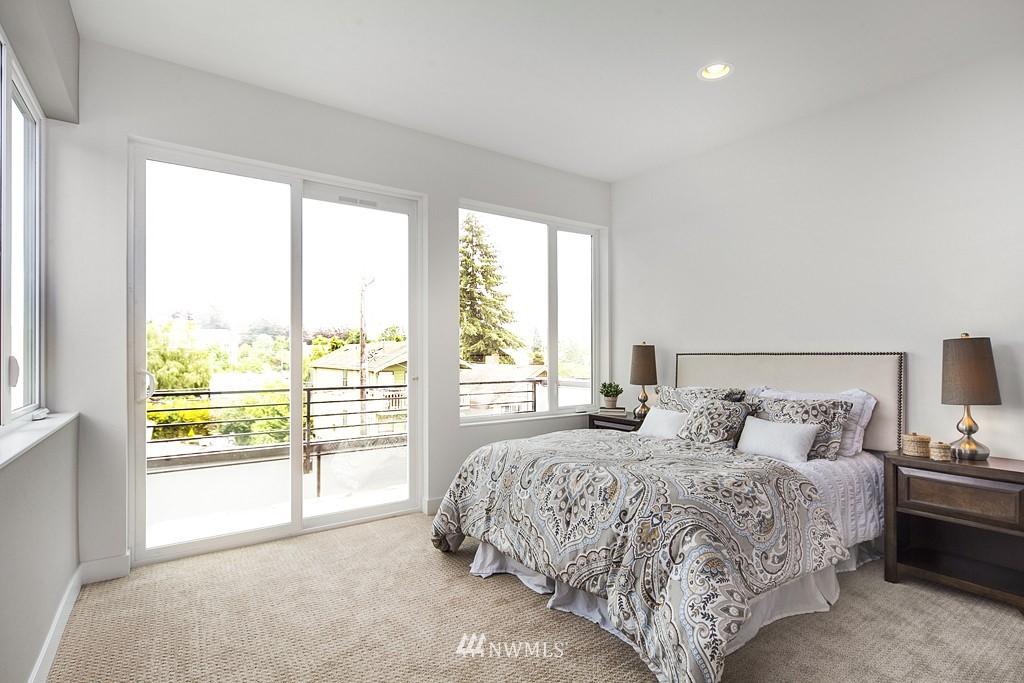 Sold Property | 4321 Woodland Park Avenue N Seattle, WA 98103 8