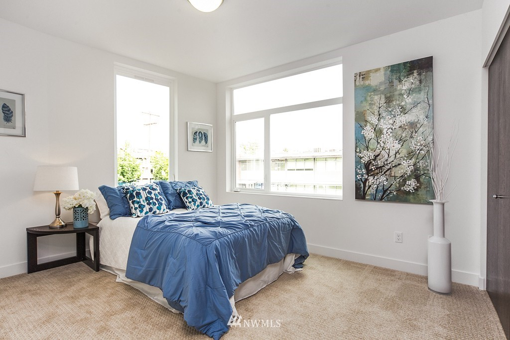 Sold Property | 4321 Woodland Park Avenue N Seattle, WA 98103 10