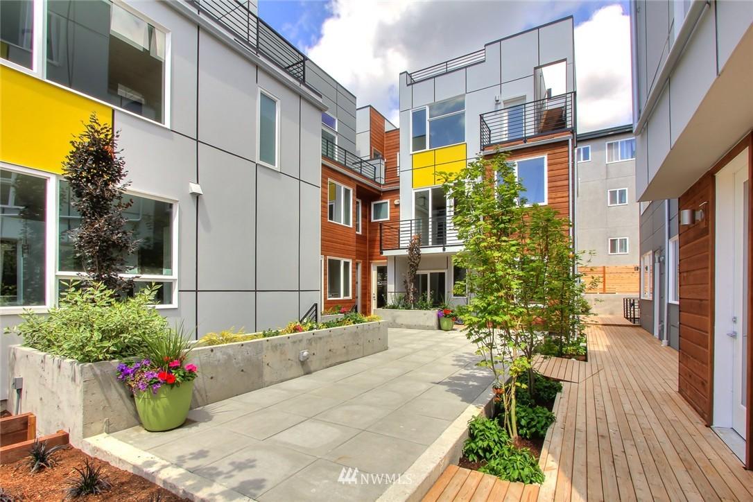 Sold Property | 4321 Woodland Park Avenue N Seattle, WA 98103 12