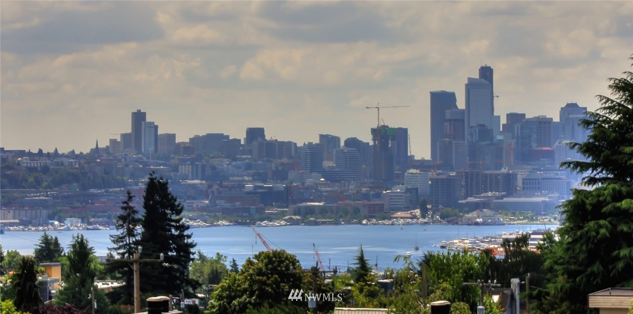 Sold Property | 4321 Woodland Park Avenue N Seattle, WA 98103 14