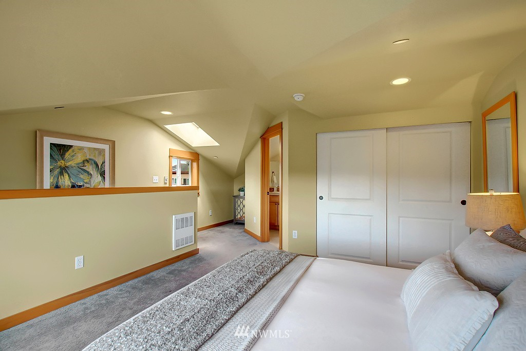 Sold Property | 5008 12th Avenue NE #C Seattle, WA 98105 16