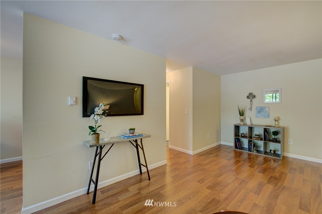 Sold Property | 6110 24th Avenue NW #106 Seattle, WA 98107 5