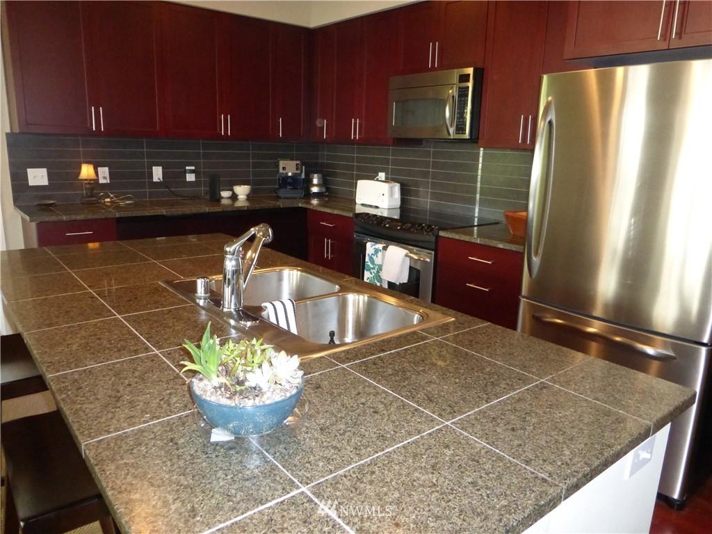 Sold Property | 190 Harbor Square Loop NE #C-230 Bainbridge Island, WA 98110 6