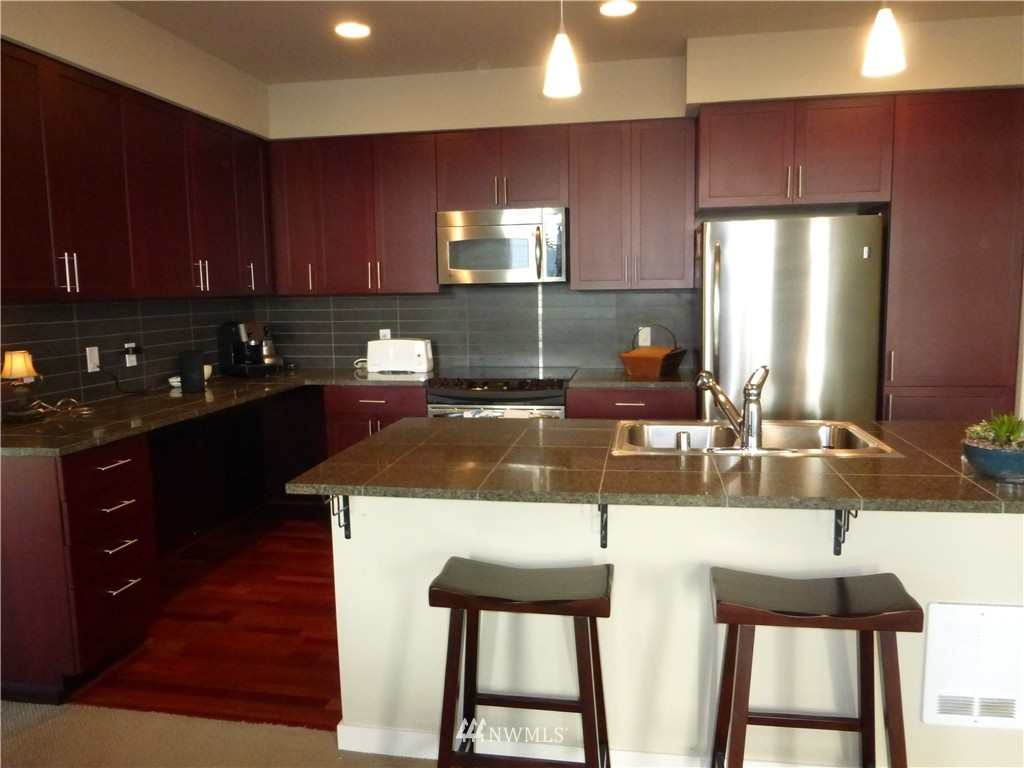 Sold Property | 190 Harbor Square Loop NE #C-230 Bainbridge Island, WA 98110 7