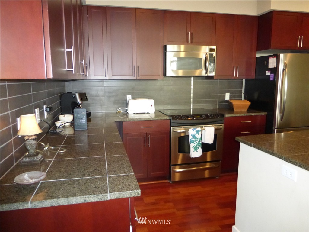 Sold Property | 190 Harbor Square Loop NE #C-230 Bainbridge Island, WA 98110 8