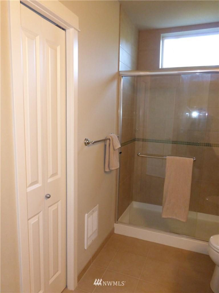 Sold Property | 190 Harbor Square Loop NE #C-230 Bainbridge Island, WA 98110 13