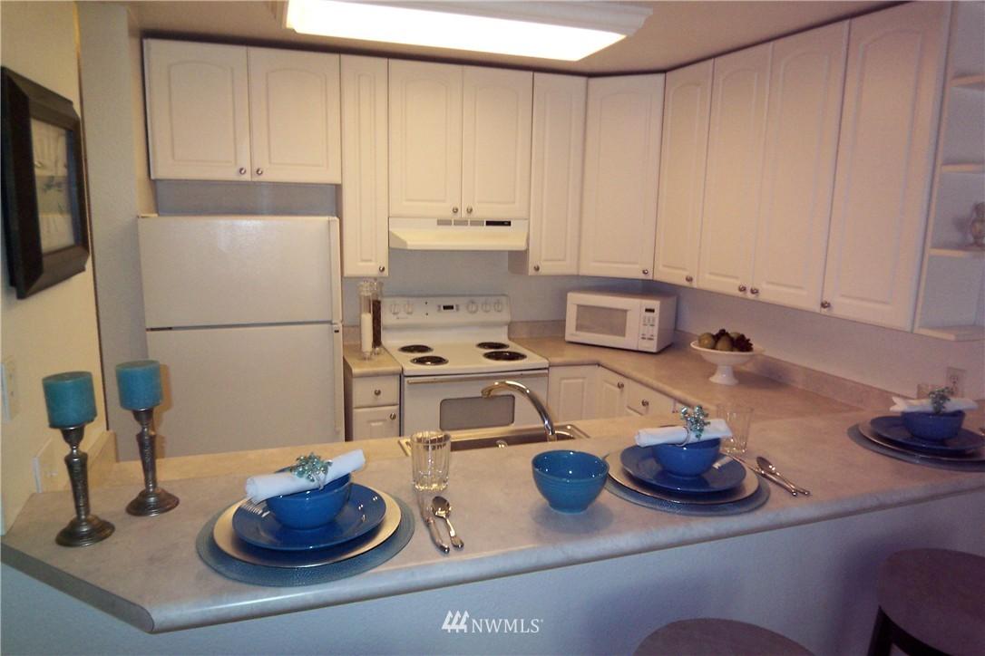 Sold Property | 5844 NE 75th Street #C105 Seattle, WA 98115 4