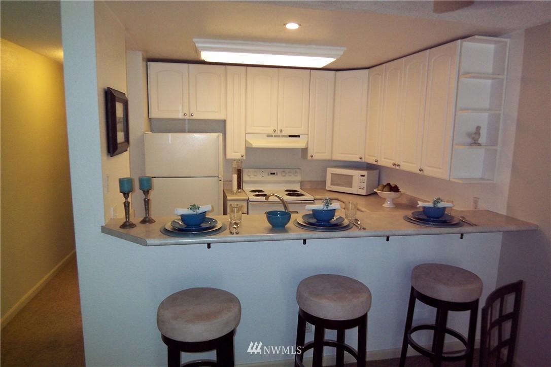 Sold Property | 5844 NE 75th Street #C105 Seattle, WA 98115 5