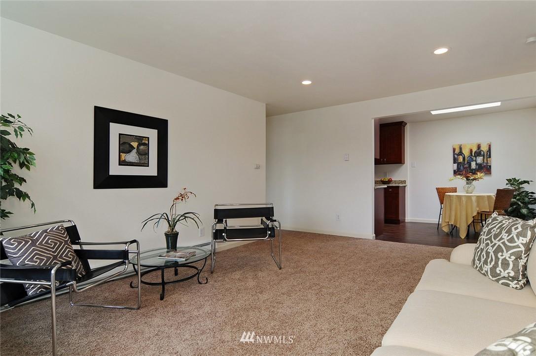 Sold Property | 11556 Greenwood Avenue N #304 Seattle, WA 98133 4