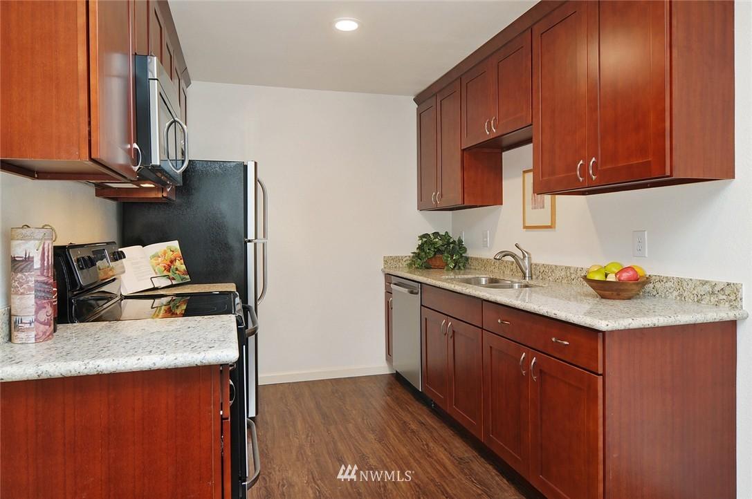 Sold Property | 11556 Greenwood Avenue N #304 Seattle, WA 98133 6