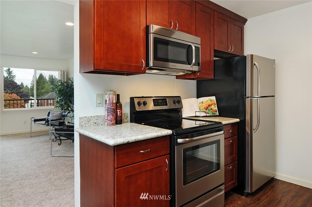 Sold Property | 11556 Greenwood Avenue N #304 Seattle, WA 98133 7