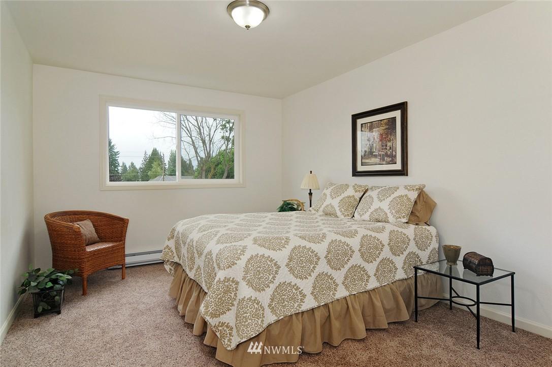 Sold Property | 11556 Greenwood Avenue N #304 Seattle, WA 98133 9