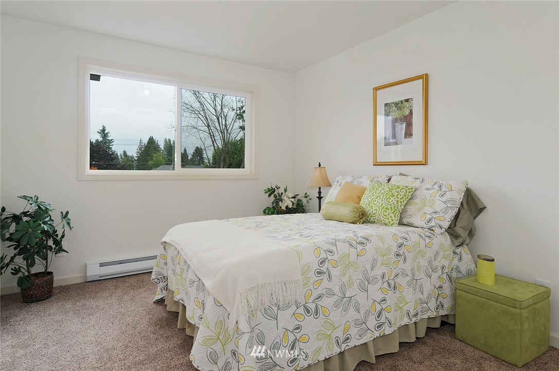 Sold Property | 11556 Greenwood Avenue N #304 Seattle, WA 98133 12