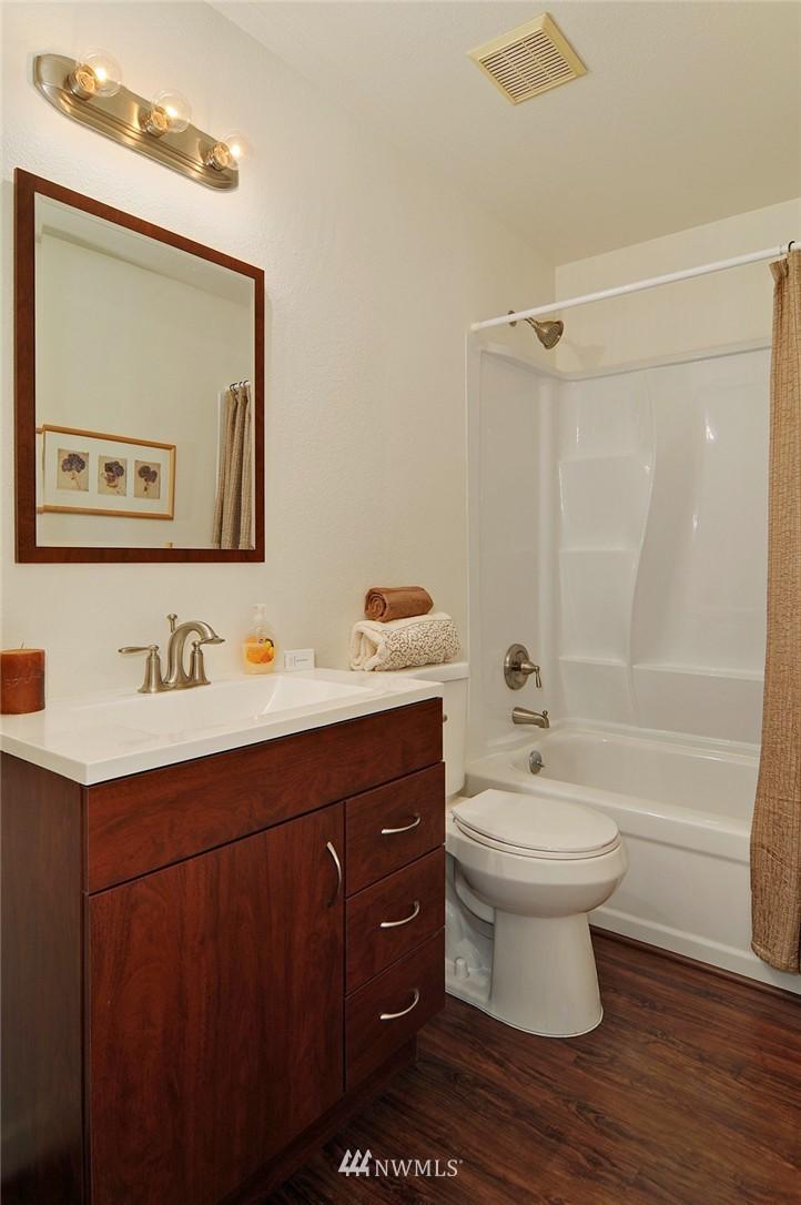 Sold Property | 11556 Greenwood Avenue N #304 Seattle, WA 98133 13