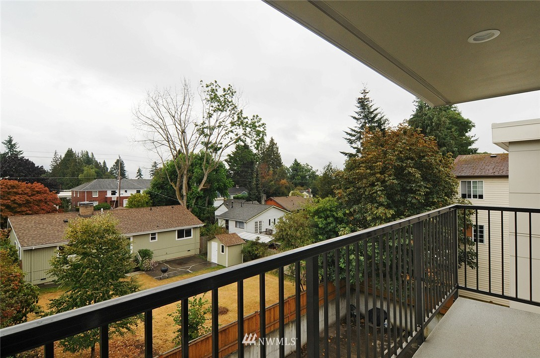 Sold Property | 11556 Greenwood Avenue N #304 Seattle, WA 98133 14