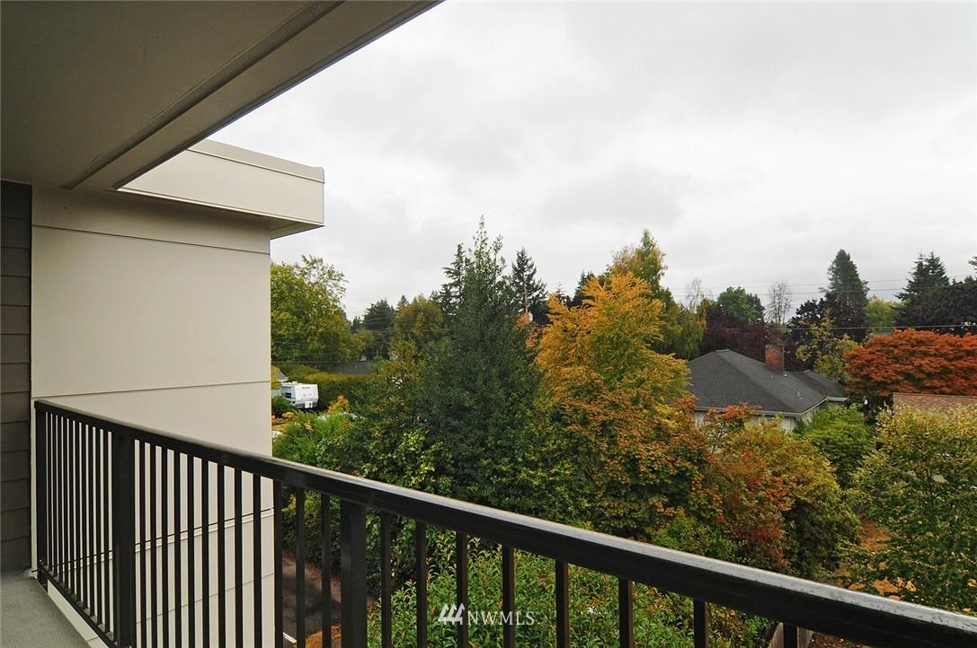Sold Property | 11556 Greenwood Avenue N #304 Seattle, WA 98133 15