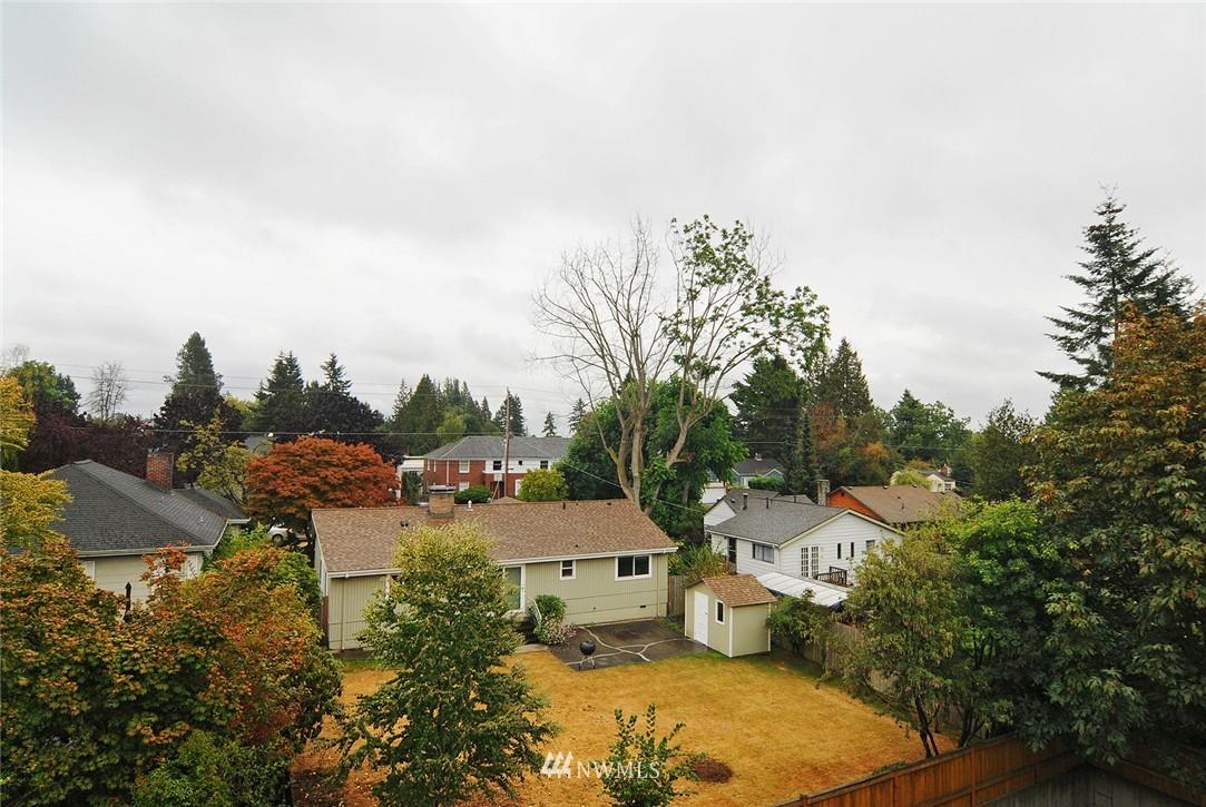 Sold Property | 11556 Greenwood Avenue N #304 Seattle, WA 98133 16