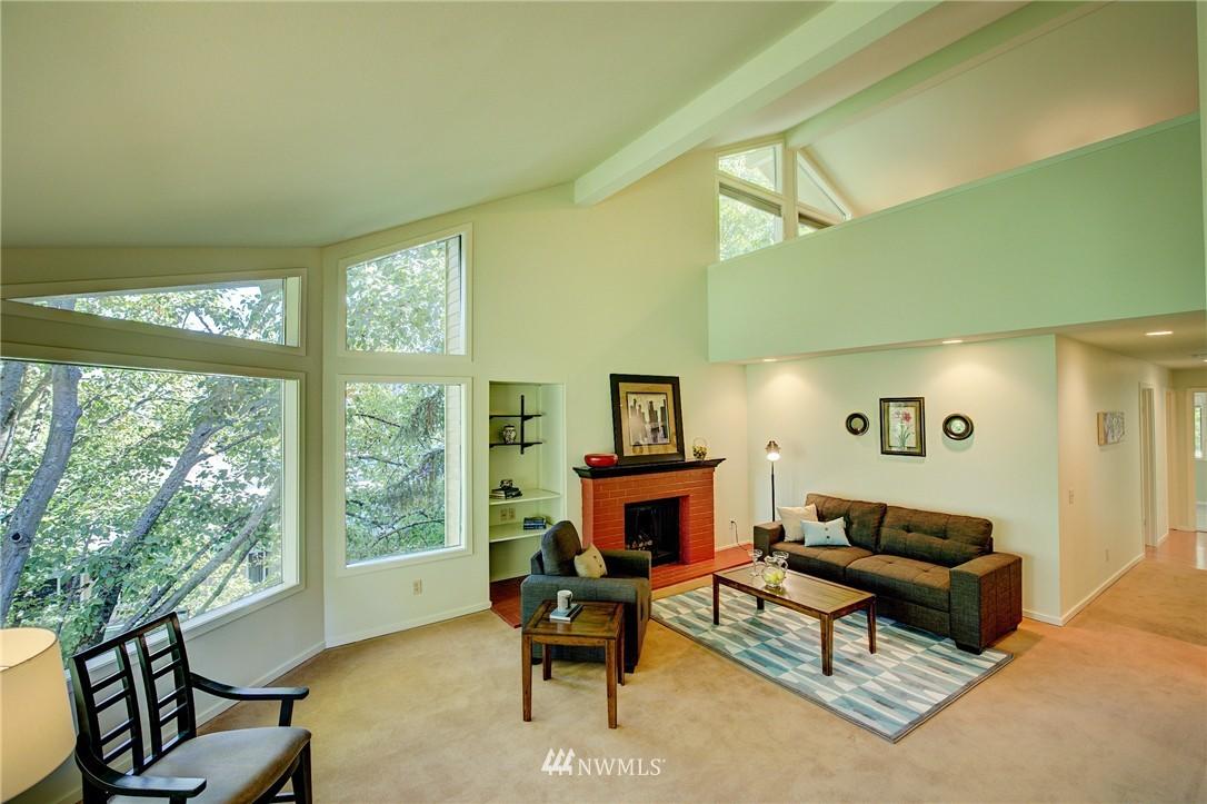 Sold Property | 2628 4th Avenue N #306 Seattle, WA 98109 5