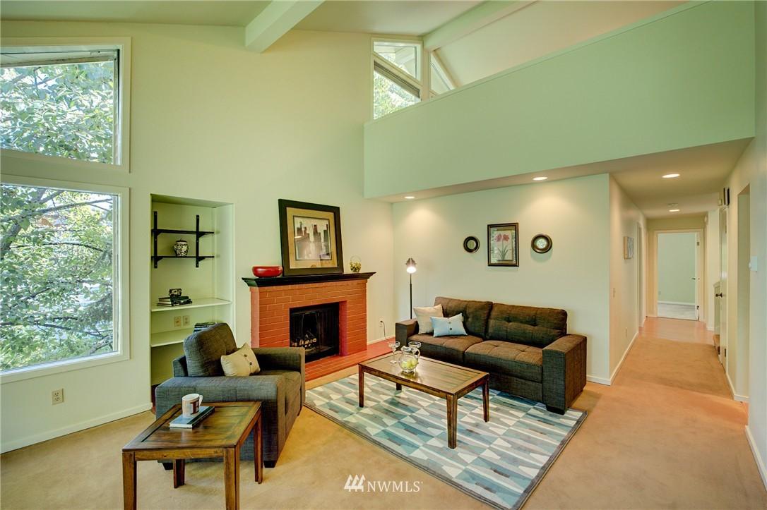 Sold Property | 2628 4th Avenue N #306 Seattle, WA 98109 4