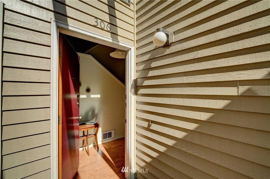 Sold Property | 2628 4th Avenue N #306 Seattle, WA 98109 23