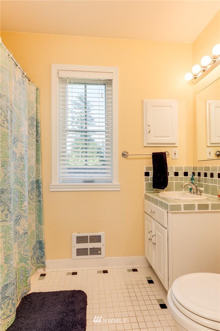 Sold Property | 17048 8th Avenue NE Shoreline, WA 98155 23