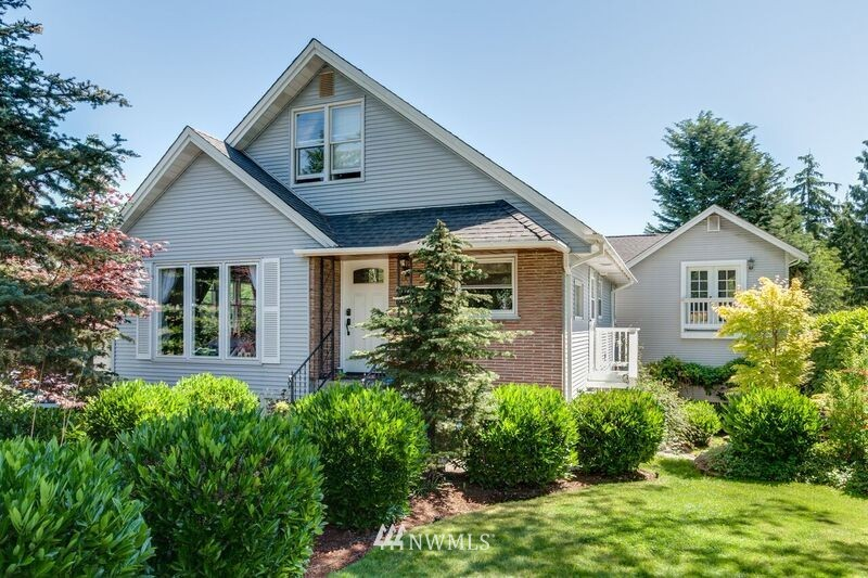 Sold Property | 17048 8th Avenue NE Shoreline, WA 98155 1