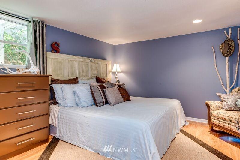 Sold Property | 17048 8th Avenue NE Shoreline, WA 98155 12