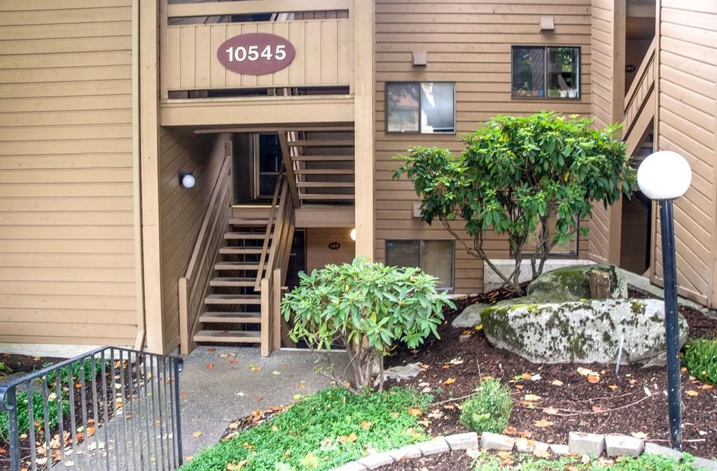 Sold Property   10545 Meridian Avenue N #102 Seattle, WA 98133 4