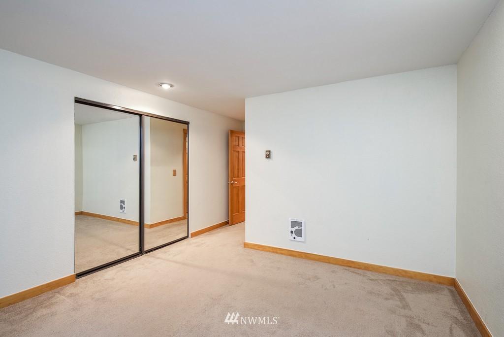 Sold Property   10545 Meridian Avenue N #102 Seattle, WA 98133 14