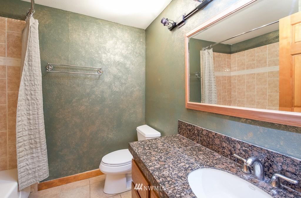 Sold Property   10545 Meridian Avenue N #102 Seattle, WA 98133 19