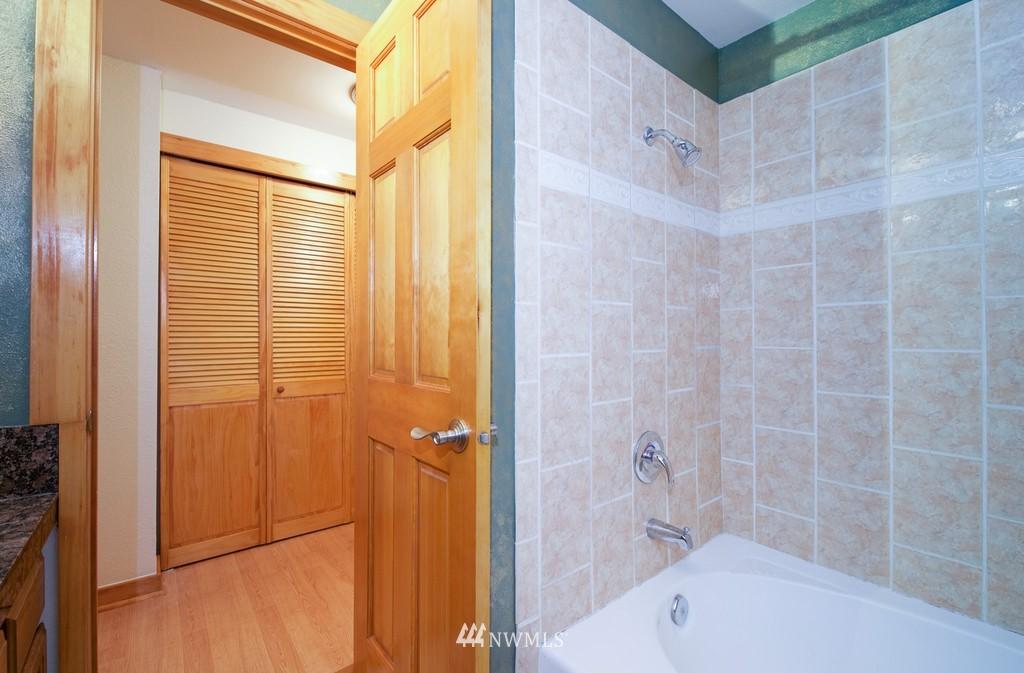 Sold Property   10545 Meridian Avenue N #102 Seattle, WA 98133 20