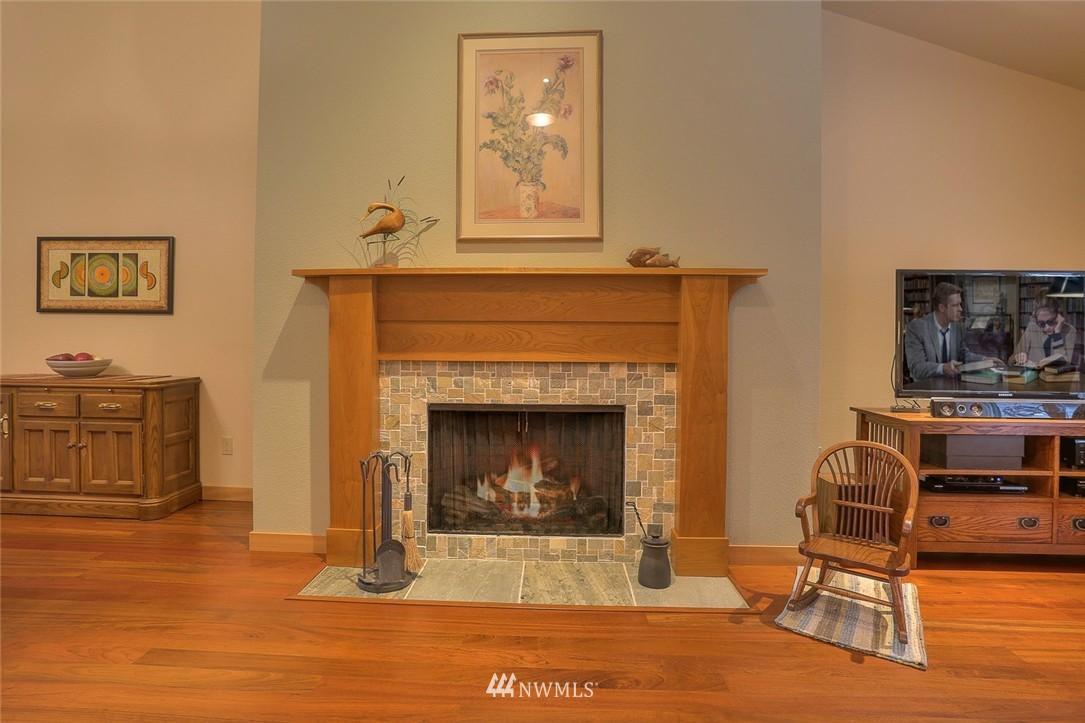 Sold Property | 13730 15th Avenue NE #A304 Seattle, WA 98125 4