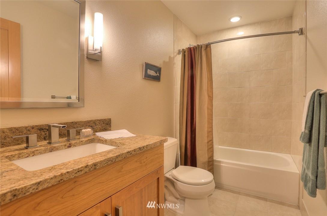 Sold Property | 13730 15th Avenue NE #A304 Seattle, WA 98125 19