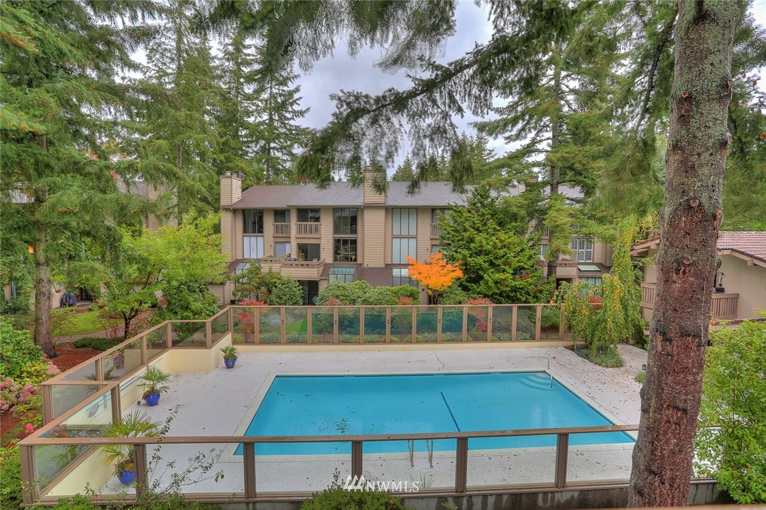 Sold Property | 13730 15th Avenue NE #A304 Seattle, WA 98125 23